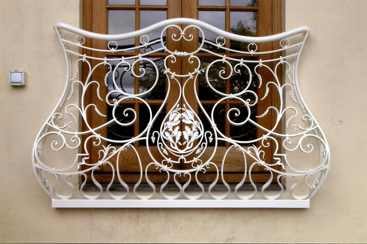 Fine ironwork restoration by a master blacksmith in North Wales